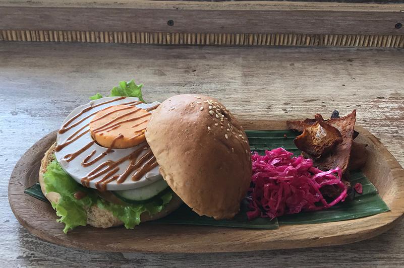 Vegan breakfast at Earth Cafe, Bali