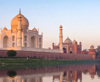 taj mahal at sunrise - 14 romantic travel experiences